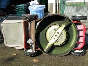 自走式芝刈り機の刃の部分