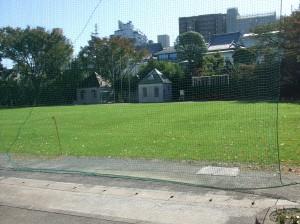 永福南小の芝生校庭