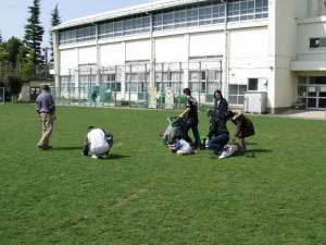 ペットボトル芝生の補植