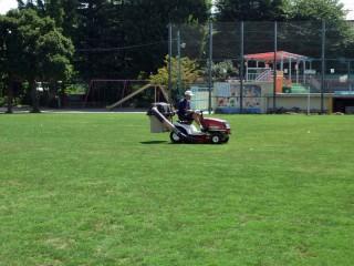 乗用式芝刈り機
