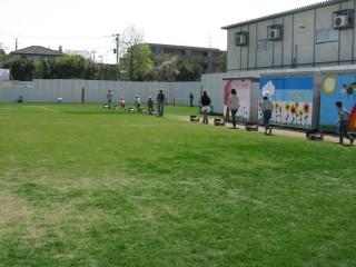 校庭の芝刈り